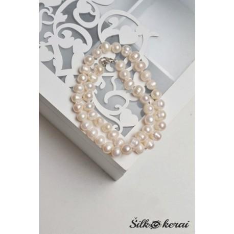 Perlų kaklo vėrinys