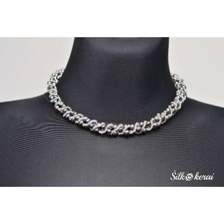 Perlų kaklo vėrinys ir apyrankė