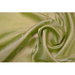 Šilkinė skarelė žalia